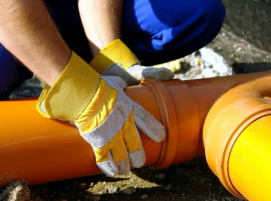 Broken Sewer Pipe NYC Sewer Contractor Tips
