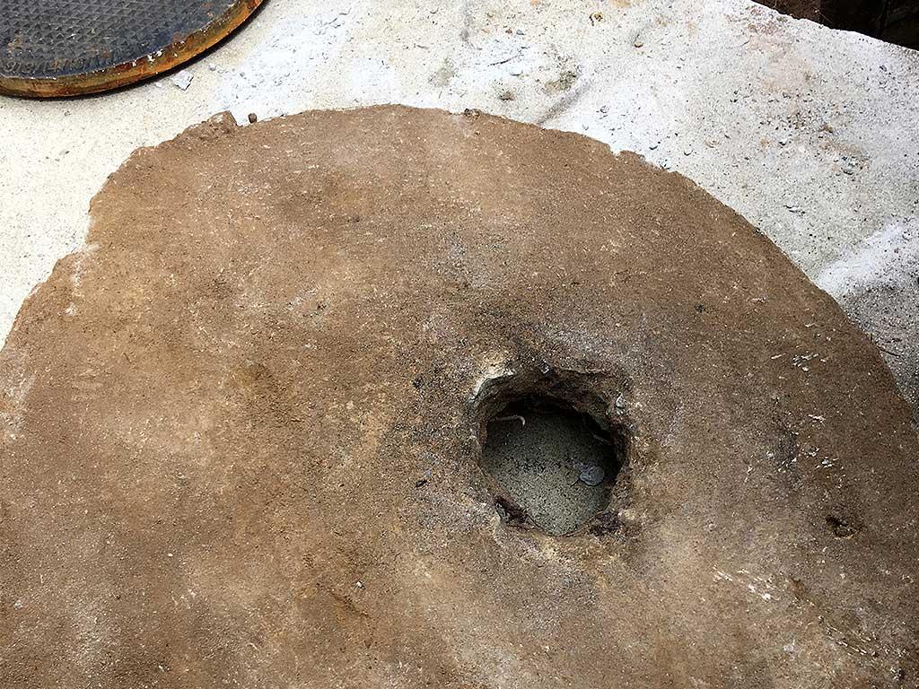 Manhole top slab
